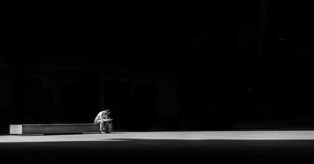Dlaczego tak bardzo boimy się samotności?